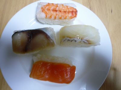 柿の葉寿司弁当中身3.JPG